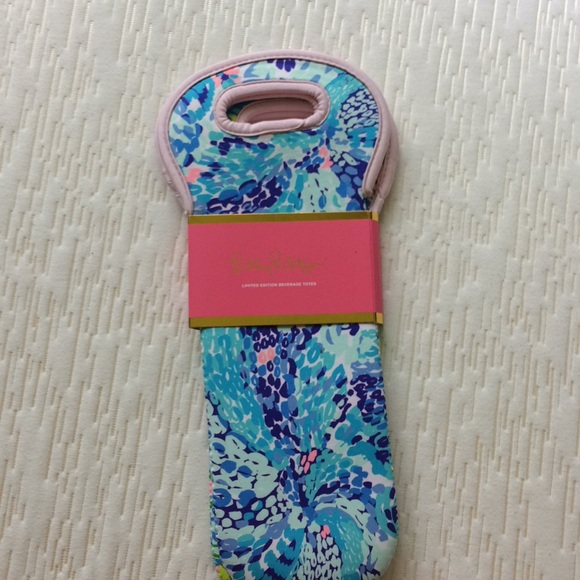 Lilly Pulitzer Handbags - Lilly pulitzer wine tires